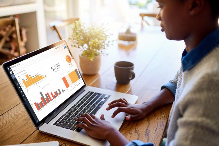 Alida-Analytics-laptop